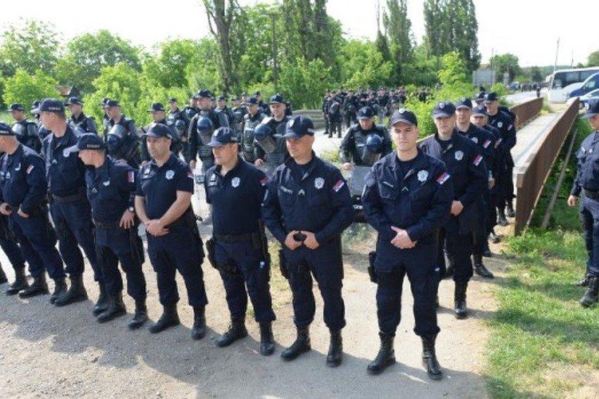 PREDSEDNIK SRBIJE NAJAVIO VEĆE PLATE ZA POLICIJU