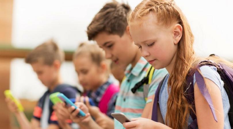 FRANCUSKO STOP! MOBILNIM TELEFONIMA U ŠKOLAMA