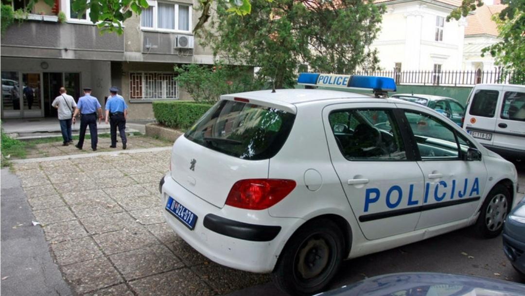 POKUŠAO DA ZAPALI POLICIJSKE AUTOMOBILE