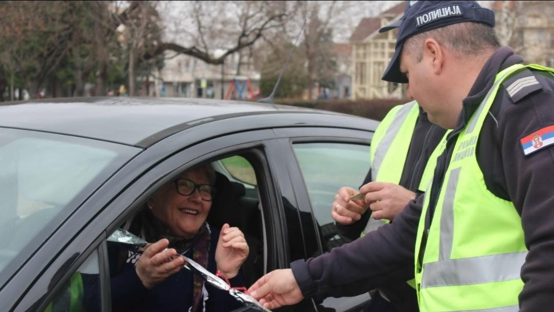 SAOBRAĆAJNA POLICIJA ČESTITALA 8. MART