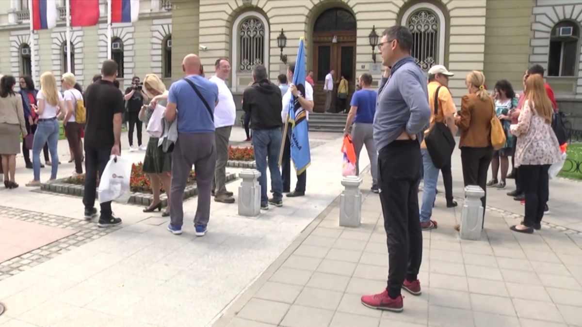 ŠTRAJK I SKUP ISPRED GRADSKE UPRAVE /video