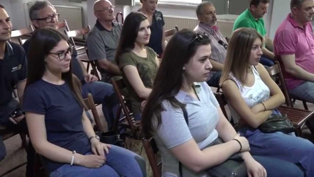 LAP TOP NAJBOLJEM MATURANTU KRUŠEVCA /video