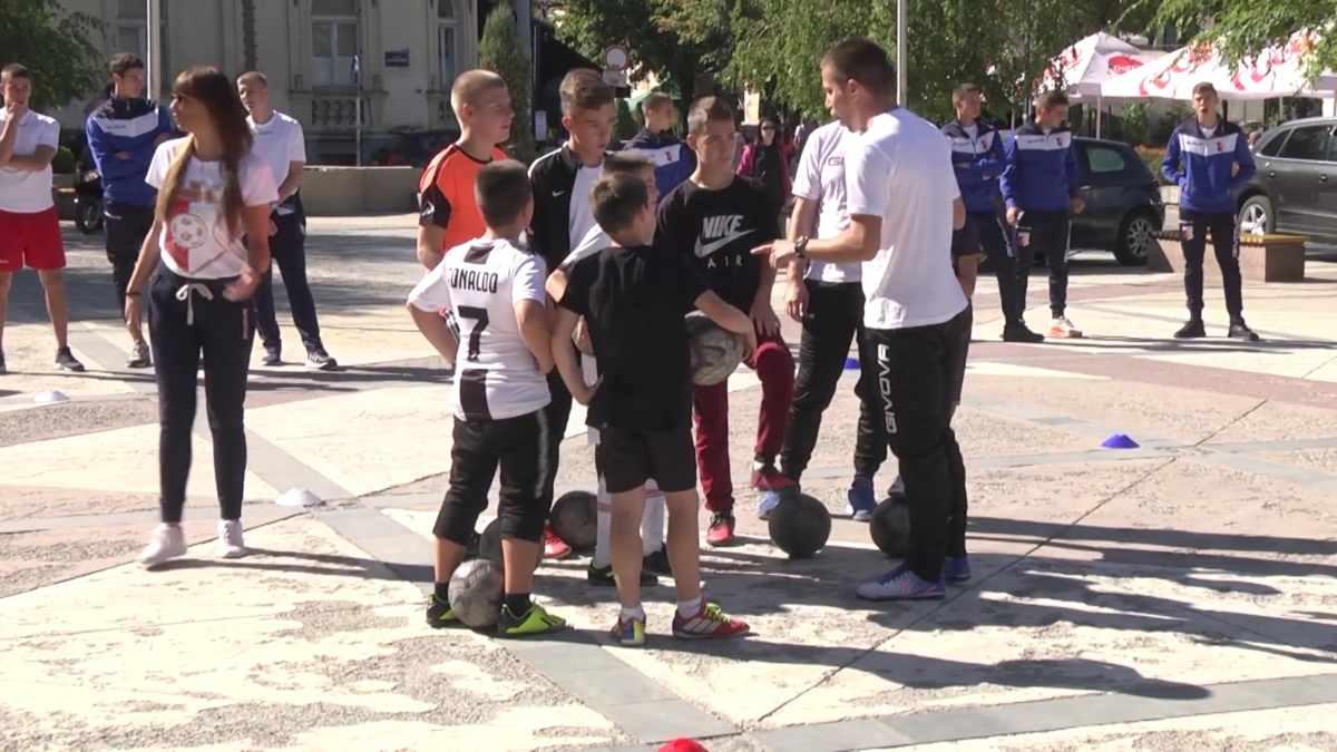 PROMOCIJA ŠKOLICE FUDBALA FK NAPREDAK /video